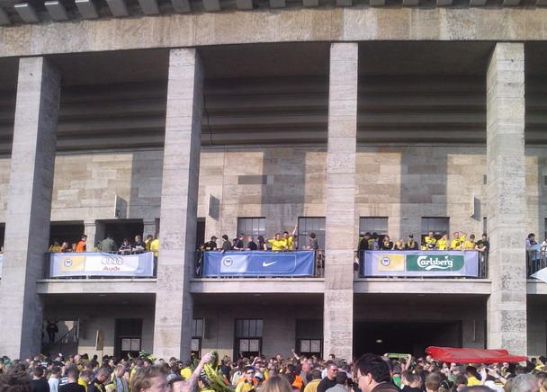 Feiern vorm Balkon